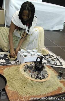 Genet připravovala pravý Etiopský obřad kávy