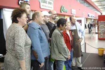 vyhlášení soutěže Latte Art, kterou vedli Franta a Roberto