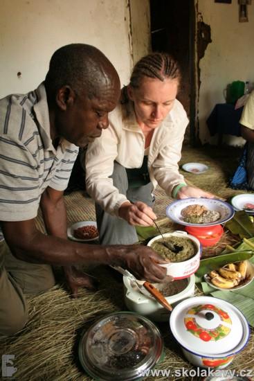 Nenechali jsme si ujít ani tradiční africkou hostinu