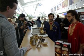 Příprava pravé turecké kávy byla pro návštěvníky velmi zajímavá.