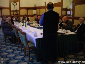 Členové Rotary clubu Praha Staré město na prezentaci Školy kávy