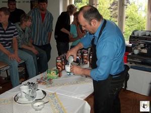 Příprava cappuccina z mléka Lascato na kávovaru Carimali