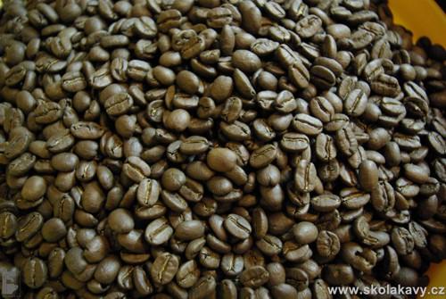 čerstvě pražená káva, v tomto případě - NEPAL MT. EVEREST SUPREME