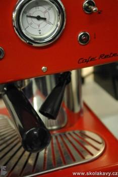 byly testovány kávovary na mletou kávu, kapsle i kávu zrnkovou