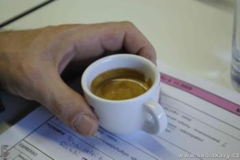 degustace espressa - tedy cca 30 ml kávy