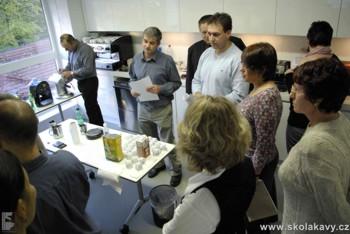 po ukončení slepého testu se účastníci dozvěděli z jakých kávovarů byla připravena káva